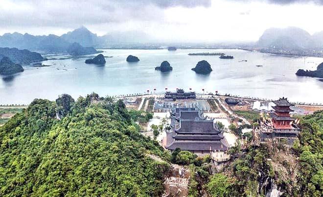Quần thể chùa Tam Chúc rộng khoảng 5.100ha.