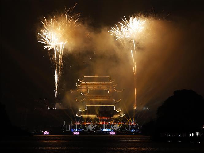 Chương trình bắn pháo hoa nghệ thuật mừng Đại lễ Phật đản LHQ lần thứ 16.