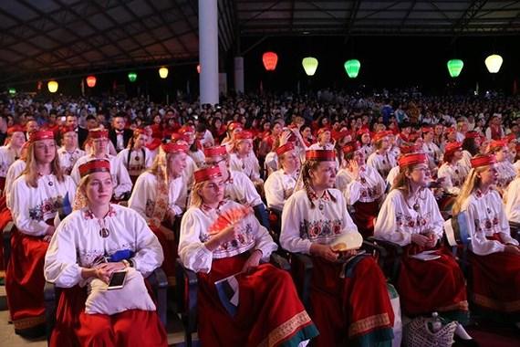 Gần 1.000 nghệ sĩ thuộc 21 đoàn hợp xướng đến từ 10 quốc gia và vùng lãnh thổ tham dự hội thi.