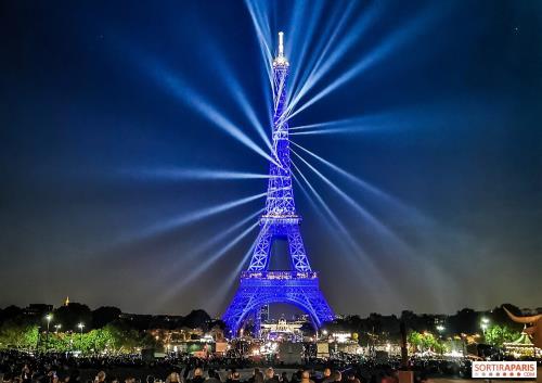 Tháp Eiffel.