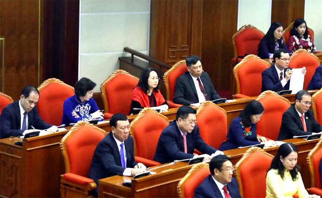 Đồng chí Phạm Thị Thanh Trà - Ủy viên Ban Chấp hành Trung ương Đảng, Bí thư Tỉnh ủy Yên Bái (hàng cuối, thứ 2 từ trái sang) cùng các đại biểu tham dự Hội nghị.