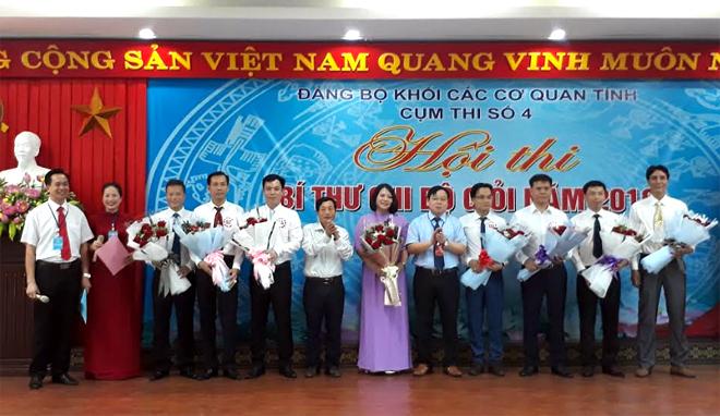 Các thí sinh tham dự Hội thi Bí thư chi bộ giỏi tại cụm thi số 4, Đảng bộ Khối các cơ quan tỉnh.