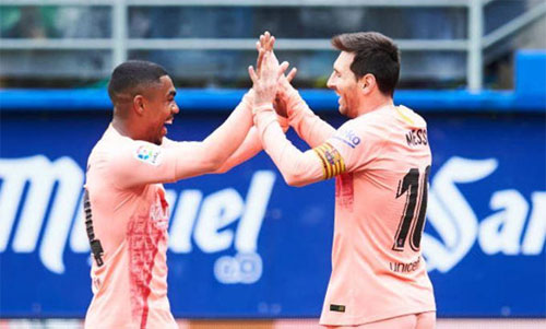 Messi có thể là Vua phá lưới La Liga, Giày vàng châu Âu và Champions League trong cùng một mùa.