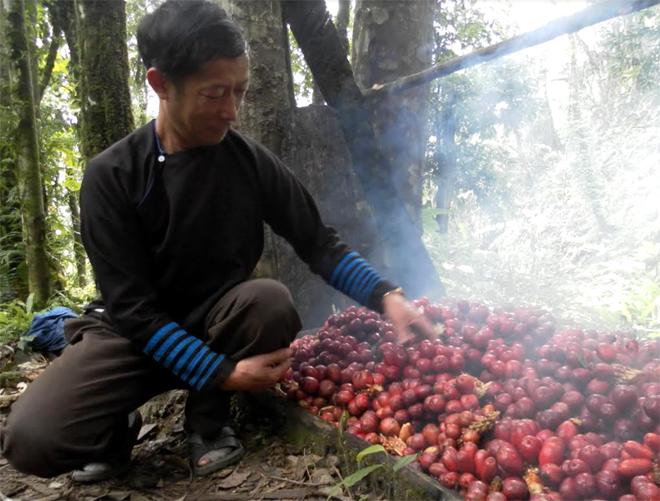 Ông Giàng A Dê luôn gương mẫu trong lao động, sản xuất.