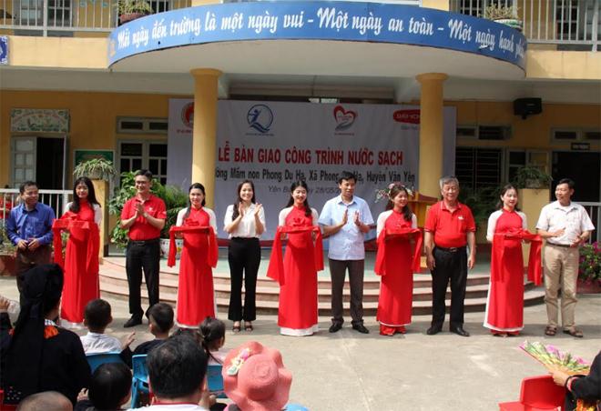 Công ty Bảo hiểm nhân thọ Dai-ichi Việt Nam tổ chức bàn giao công trình nước sạch sinh hoạt cho Trường Mầm non Phong Dụ Hạ, huyện Văn Yên.