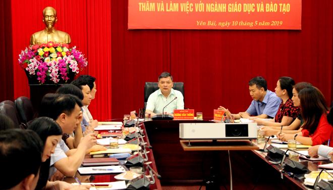 Đồng chí Dương Văn Thống - Phó Bí thư Thường trực Tỉnh ủy, Trưởng đoàn Đại biểu Quốc hội tỉnh phát biểu tại buổi làm việc.