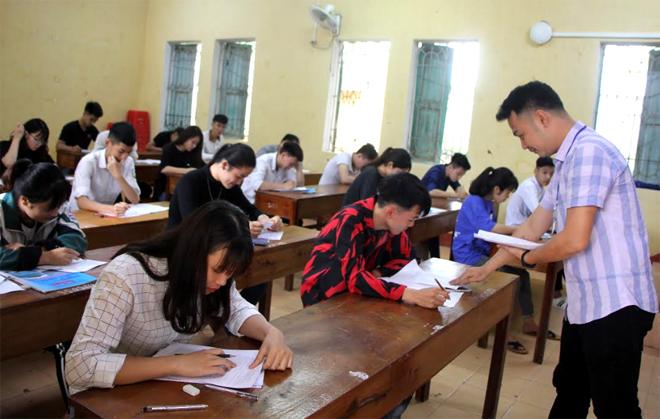 Một buổi thi thử tại Trường THPT Văn Chấn.