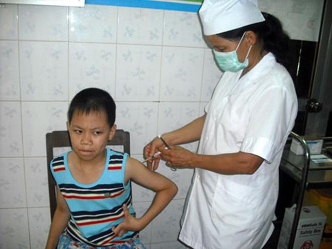 Khi bị chó, mèo cắn người dân cần đến các Trung tâm y tế để tiêm phòng ngừa bệnh dại. (Ảnh: Thủy Thanh)