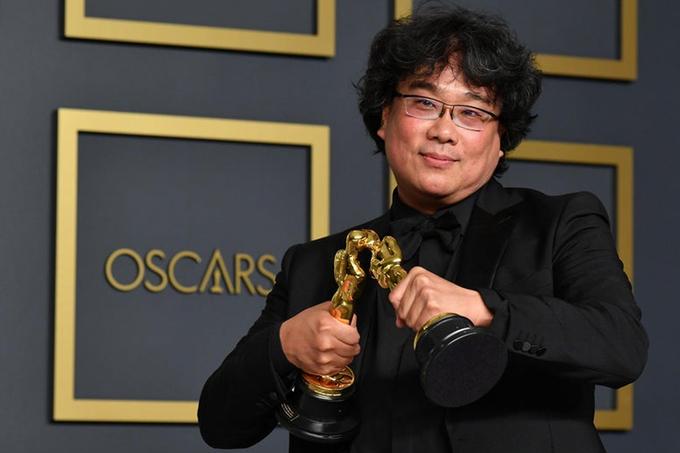 Đạo diễn Bong Joon Ho tại Oscar 2020, thắng giải