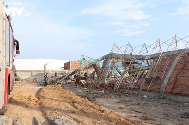 Hiện trường vụ sập tường công trình ngày 14/5.