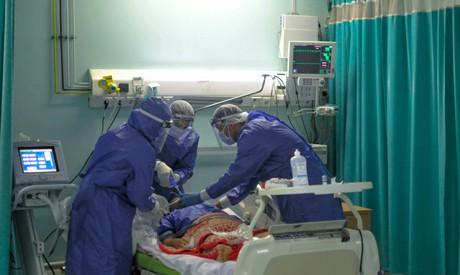 Các bác sĩ tại bệnh viện Sheikh Zayed đang điều trị cho bệnh nhân Covid-19