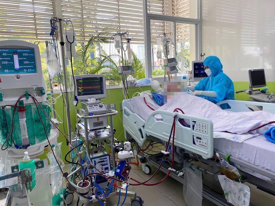 Bệnh nhân phi công người Anh đang được điều trị tại Bệnh viện Chợ Rẫy