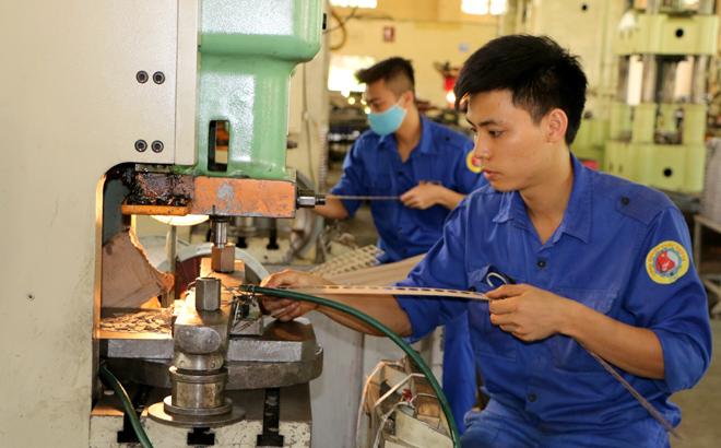 Bằng việc tập trung sản xuất giờ thấp điểm, năm 2019, Công ty TNHH Một thành viên Cơ khí 83 tiết kiệm được 18% sản lượng tiêu thụ điện so với năm 2018.