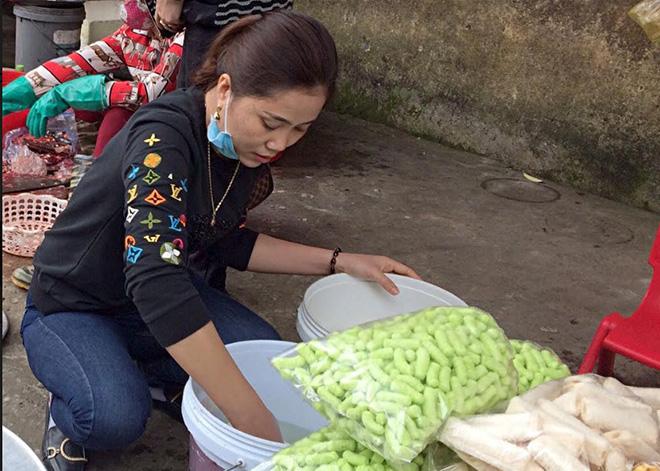 Vệ sinh, an toàn thực phẩm tại các chợ truyền thống là một trong những vấn đề còn nhiều hạn chế cần khắc phục.