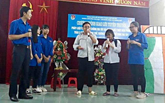 Thành đoàn Yên Bái, Đoàn phường Nguyễn Thái Học và Chi đoàn Công an thành phố Yên Bái phối hợp tổ chức Chương trình giao lưu, tuyên truyền pháp luật về PCMT trên địa bàn.