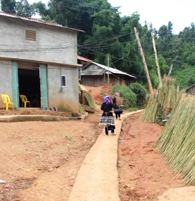 Nhiều tuyến đường giao thông tại thôn, bản ở Mù Cang Chải đã được kiên cố hóa, phục vụ nhu cầu đi lại của nhân dân.