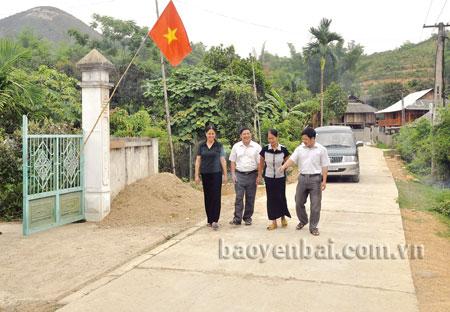 Đường giao thông nông thôn rộng rãi, sạch đẹp ở thôn Ta Tiu. xã Phù Nham.