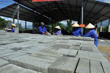 Thị xã Nghĩa Lộ khuyến khích phát triển sản xuất vật liệu xây dựng thân thiện với môi trường.