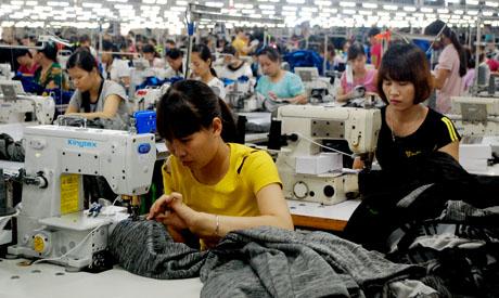 Nhờ các chính sách khuyến khích phát triển, các doanh nghiệp trên địa bàn không ngừng mở rộng sản xuất, tạo nhiều việc làm cho lao động địa phương.