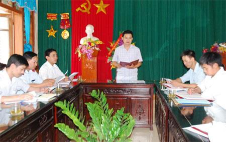 Lãnh đạo Ủy ban Kiểm tra Huyện ủy Mù Cang Chải triển khai nhiệm vụ công tác kiểm tra, giám sát.