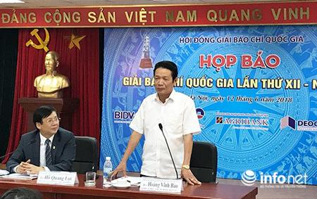Thứ trưởng Bộ TT&TT Hoàng Vĩnh Bảo đồng chủ trì buổi họp báo.