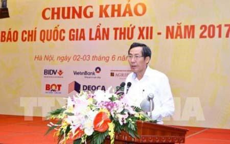 Chủ tịch Hội Nhà báo Việt Nam Thuận Hữu, Chủ tịch Hội đồng giải Báo chí Quốc gia công bố hoàn thành chấm chung khảo giải Báo chí Quốc gia lần thứ 12, năm 2017.