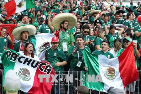 Các cổ động viên Mexico ăn mừng chiến thắng của đội nhà sau trận gặp tuyển Đức ở Moskva, Nga ngày 17/6. Ảnh minh họa.