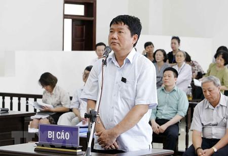 Bị cáo Đinh La Thăng, nguyên Chủ tịch Hội đồng Quản trị/Hội đồng Thành viên PVN trả lời trước Hội đồng xét xử.