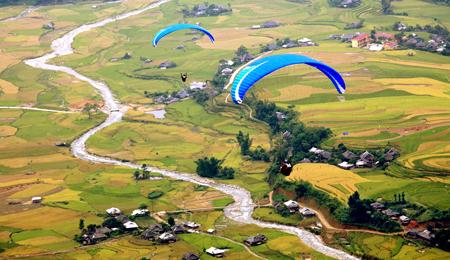Đèo Khau Phạ được đánh giá là một trong những điểm nhảy dù lượn đẹp nhất thế giới. (Ảnh: Thanh Miền)