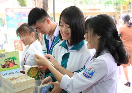 Hoạt động ngoại khóa của học sinh Trường THPT Chu Văn An (Văn Yên).