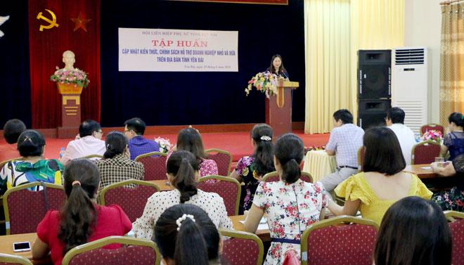 Đồng chí Vũ Thị Hiền Hạnh - Chủ tịch Hội LHPN tỉnh phát biểu khai mạc lớp tập huấn.