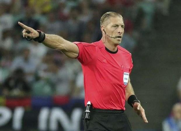 Trọng tài Nestor Pitana bắt chính trận khai mạc Copa America.