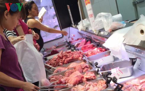 Cấp đông thịt lợn để đối phó dịch bệnh và đảm bảo cung cầu trên thị trường.