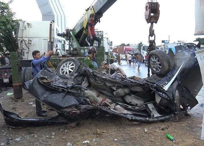 Vụ tai nạn khiến bốn người trong gia đình và một tài xế tử vong.