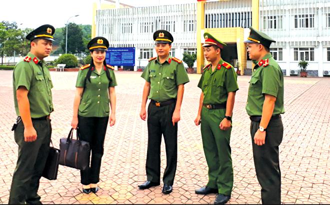 Lực lượng bảo vệ an ninh chính trị nội bộ Công an tỉnh kiểm tra công tác bảo đảm an toàn tại Hội đồng thi THPT Chuyên Nguyễn Tất Thành.