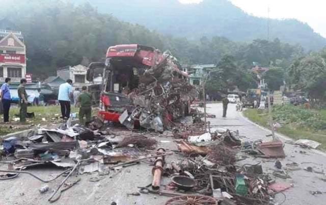 Hiện trường thảm khốc vụ tai nạn.
