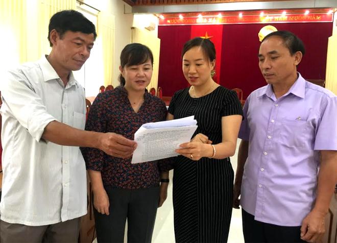 Phó Chủ tịch HĐND tỉnh Hoàng Thị Thanh Bình trao đổi với lãnh đạo các ban của HĐND tỉnh về thẩm tra các đề án, tờ trình trình Kỳ họp thứ 13.