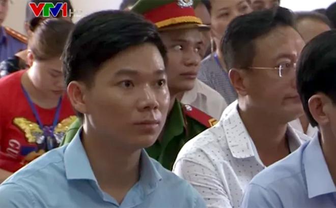 Bị cáo Hoàng Công Lương (33 tuổi, cựu bác sĩ Bệnh viện Đa khoa tỉnh Hòa Bình)