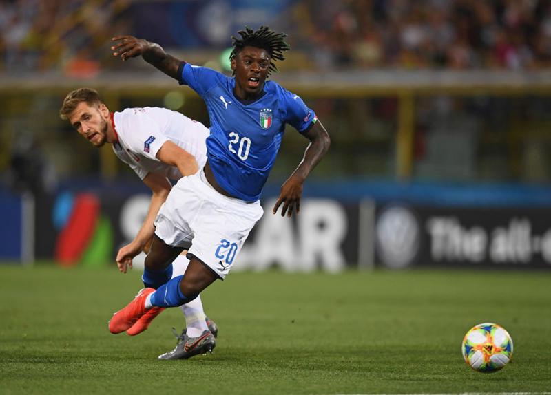 Những tuyển thủ QG như Moise Kean cũng không thể giúp Italia thoát thua Ba Lan.