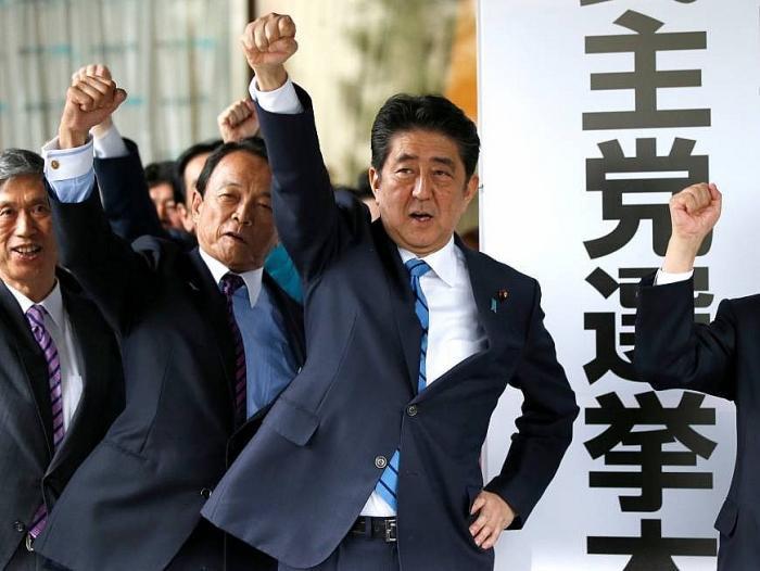 Sự ủng hộ đối với đảng Dân chủ Tự do (LDP) của Thủ tướng Abe Shinzo vẫn lớn hơn các đảng đối lập.