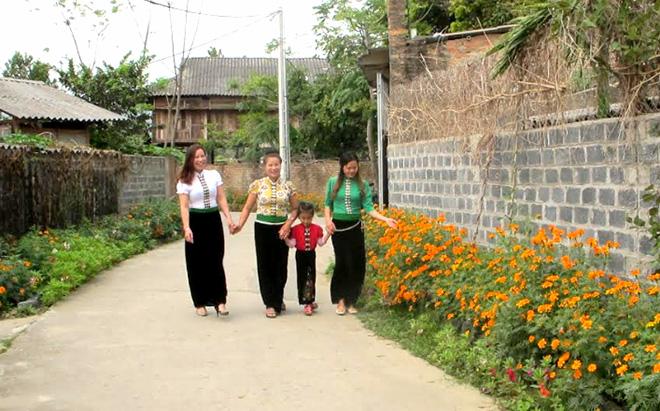 Đường nông thôn mới ở thôn Chao Hạ, xã Nghĩa Lợi, thị xã Nghĩa Lộ.