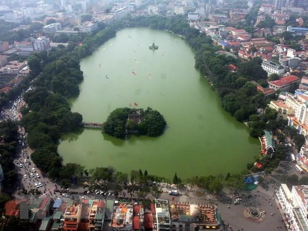 Hồ Hoàn Kiếm nhìn từ trên cao.