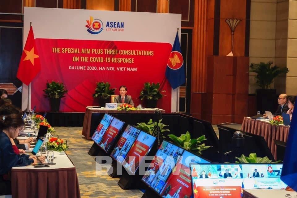 Bộ trưởng Bộ Công Thương Trần Tuấn Anh chủ trì hội nghị trực tuyến.