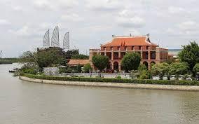 Bến Nhà Rồng - nơi cách đây 109 năm Bác Hồ đã ra đi tìm đường cứu nước.