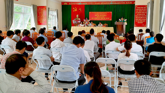 Đông đảo cử tri tham dự cuộc tiếp xúc của đại biểu HĐND tỉnh tại Lục Yên.