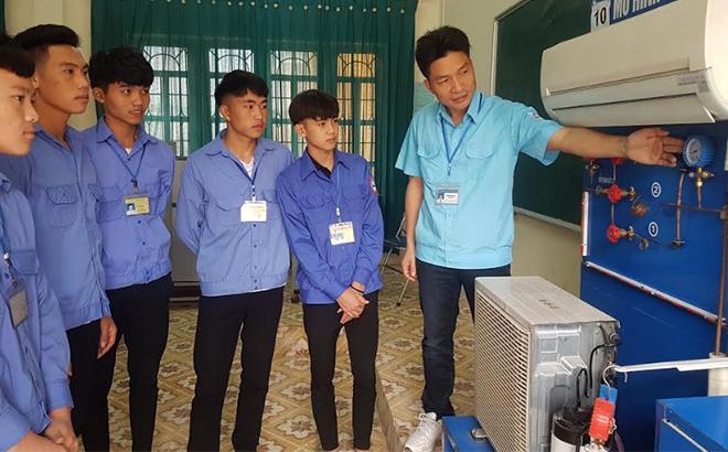 Lớp học nghề điện lạnh tại Trường Trung cấp Nghề Dân tộc nội trú Nghĩa Lộ. (Ảnh: Đình Tứ)