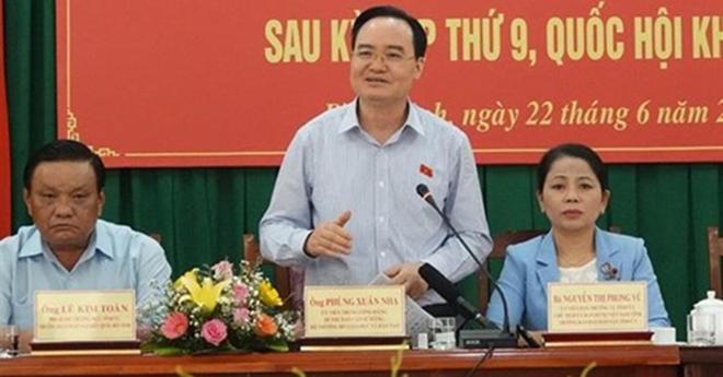 Bộ trưởng Phùng Xuân Nhạ phát biểu tại cuộc tiếp xúc cử tri tỉnh Bình Định.