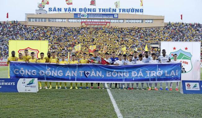 Ngày 23/5, trận đấu khởi tranh Cúp Quốc gia 2020-trận đấu chính thức đầu tiên của bóng đá Việt Nam được phép cho khán giả vào sân sau khi dịch COVID-19 được kiểm soát.