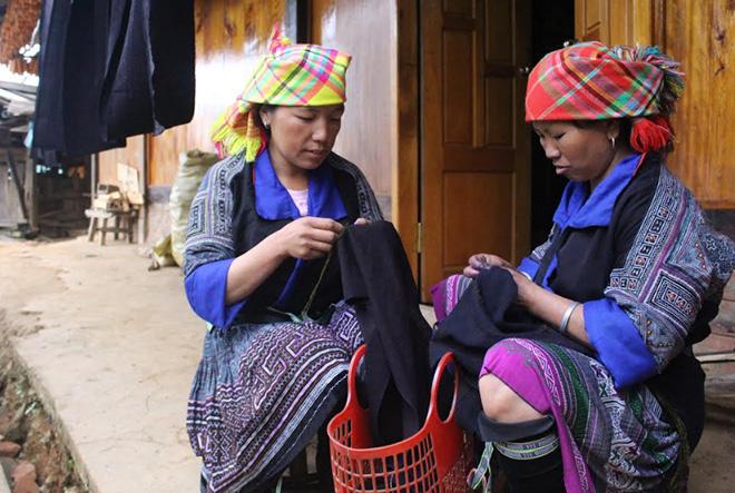 Phụ nữ xã Chế Cu Nha, huyện Mù Cang Chải giữ gìn nghề truyền thống.