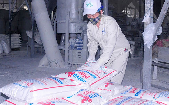 Limestone powder of Eco Green Plastic JSC is shipped abroad.